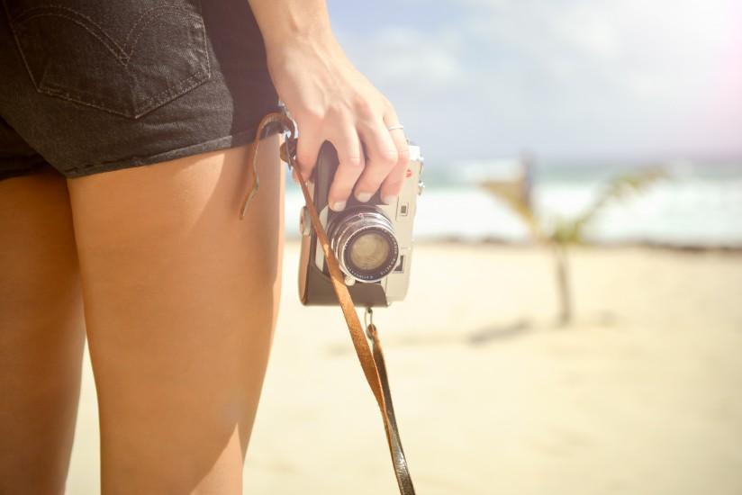 beach-camera-hand-5314-824x550