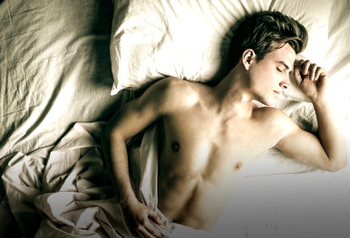 photodune-12480659-handsome-man-sleeping-in-bed--xs (1)