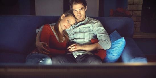 couple watching2
