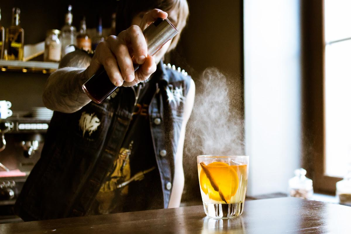 10 Cocktail Hacks Every Man Needs to Know